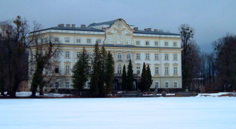 Beneath the snow the hills were alive with the sound of music and what a better way to step back in to a classic film than to be where the music can move you in the snow topped villas of Vienna!