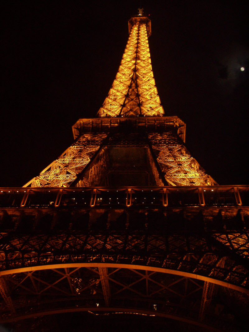 There is absolutely nothing better than being in Paris at night and being near the glowing, brightly lit, iconic Eiffel Tower! The poetry and romance of this place is nothing beyond heart warming!